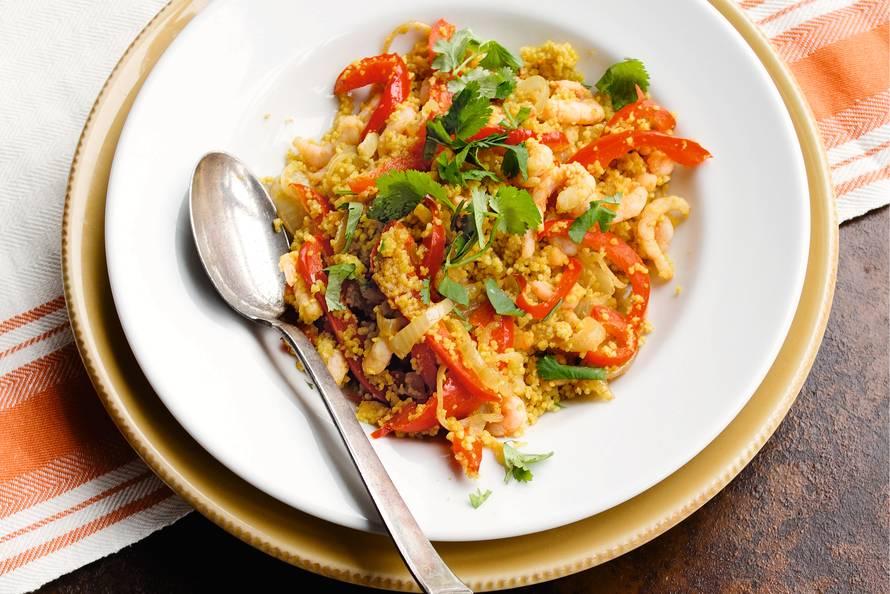 Couscous met gestoofde paprika en garnalen