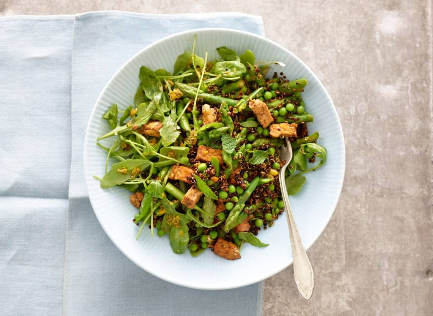 Quinoa met groene asperges en tofu