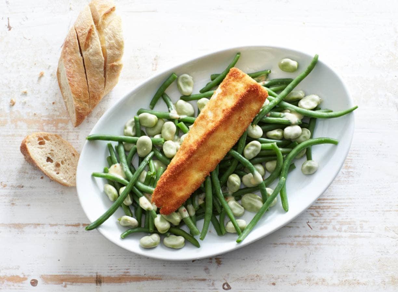 Groenebonensalade met gebakken brie
