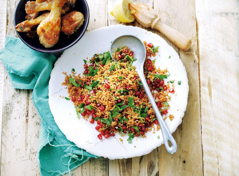 Speltcouscous met verse kruiden en granaatappel