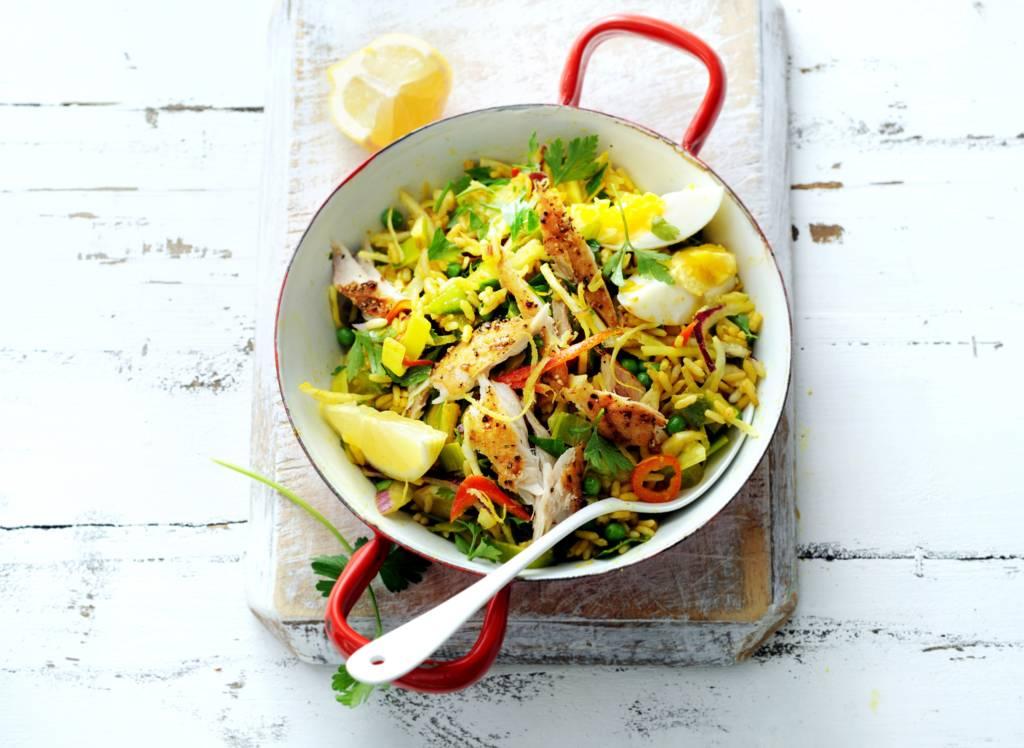 Oosterse rijstschotel met makreel