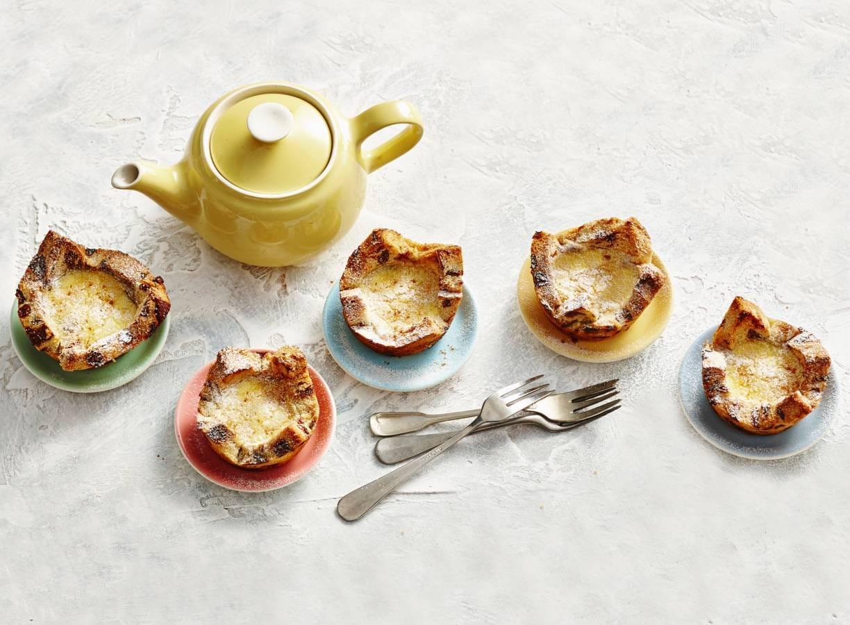 Zoete mini-quiches van krentenbrood