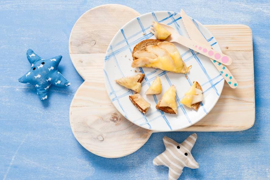 Opperdepop: boterham met peer en kaas 7-9 mnd