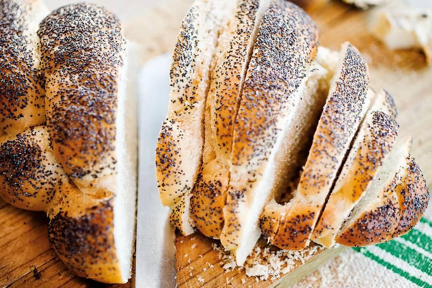Vlechtbrood met maanzaad