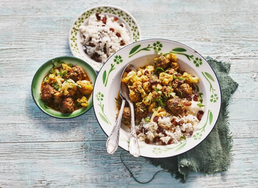Curry van linzen-runderballetjes met rijst