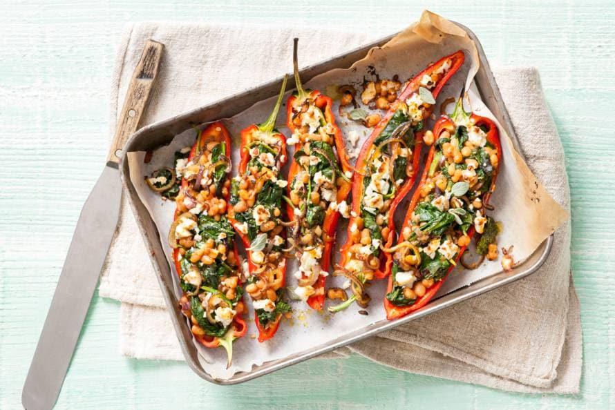 Puntpaprika gevuld met spinazie en witte kaas
