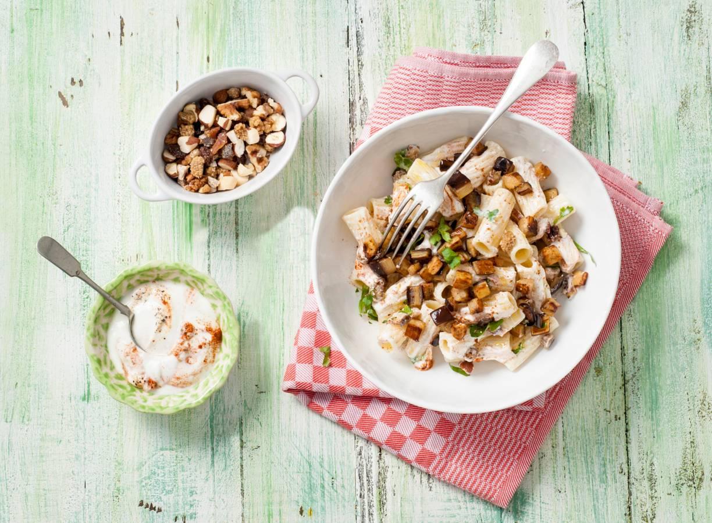 Pastasalade met yoghurt, baharat & aubergine