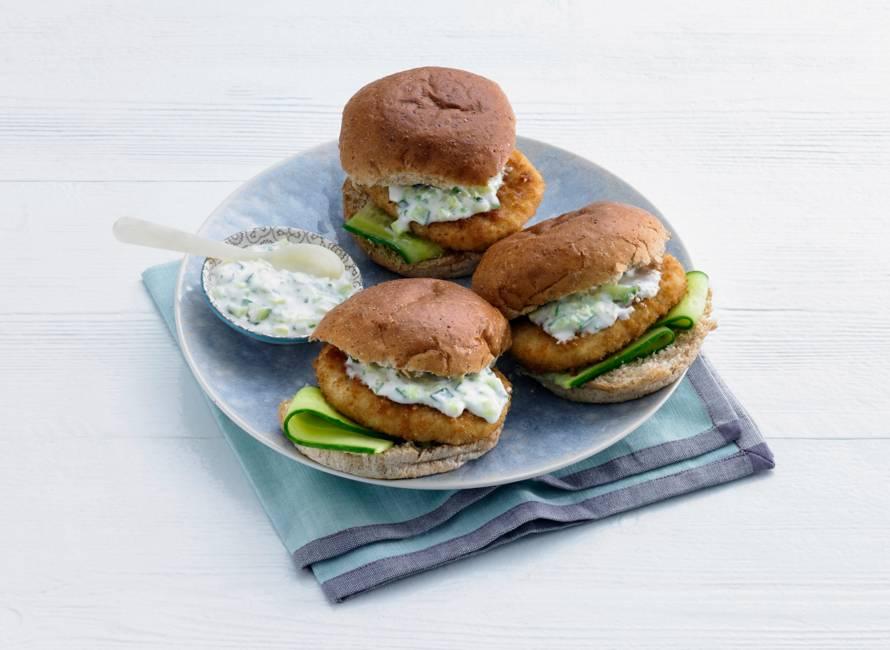 Visburger met komkommer-yoghurtsaus