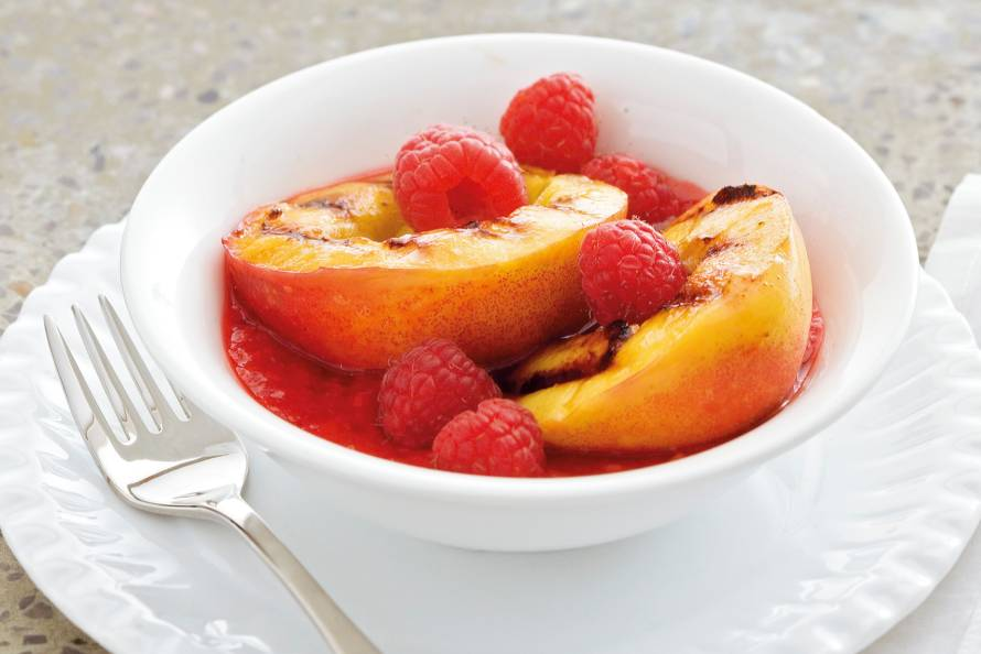 Gegrilde nectarine met frambozen