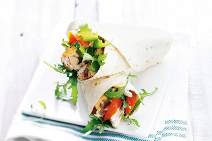 Wrap met makreel, tomaat en rucola