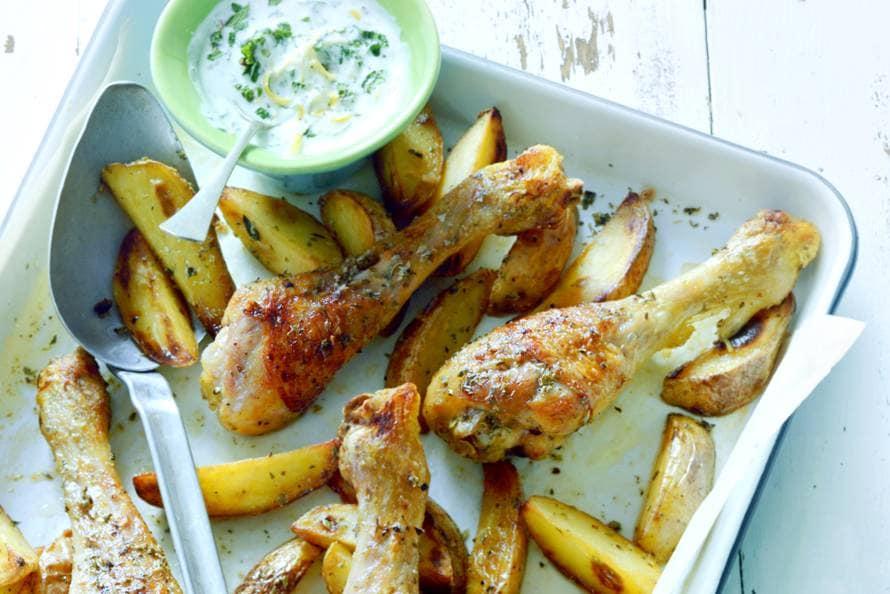 Ovenkip & chips met yoghurt-muntdip