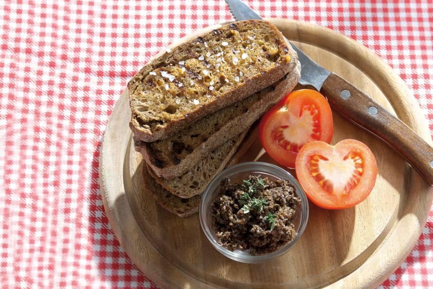 Catalaans brood met olijvenpuree
