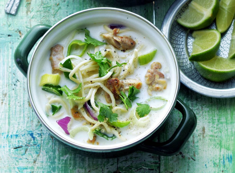 Thaise kokossoep met kip en noedels