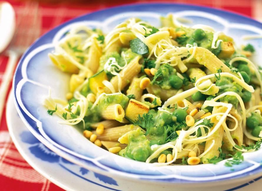 Pasta met saus van groene groenten