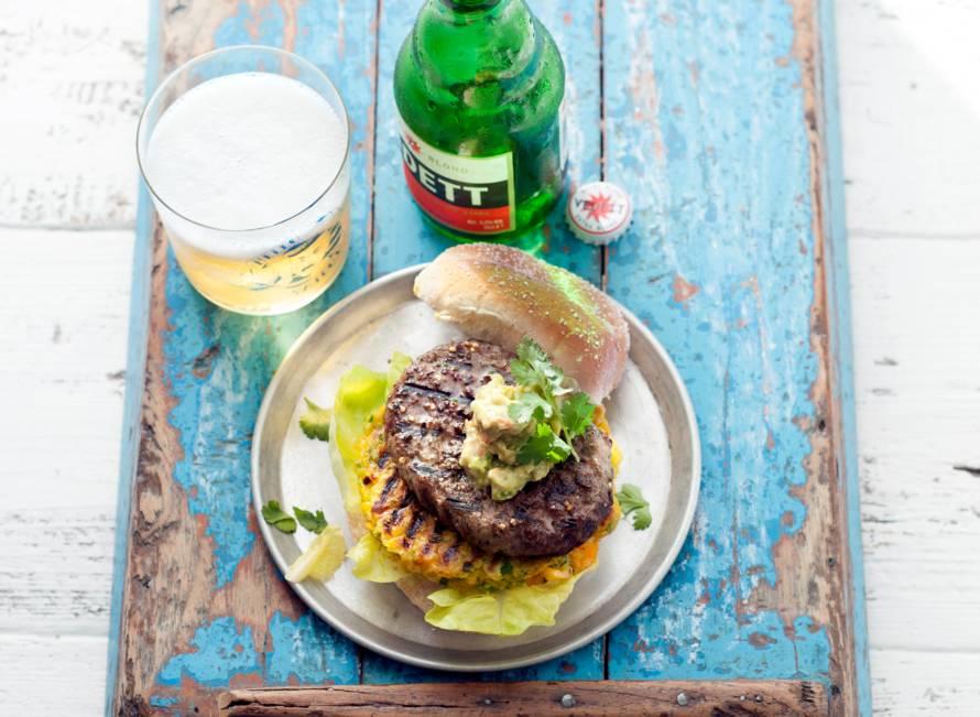 Jalapeñoburger met guacamole & cheddar-maiskoekje