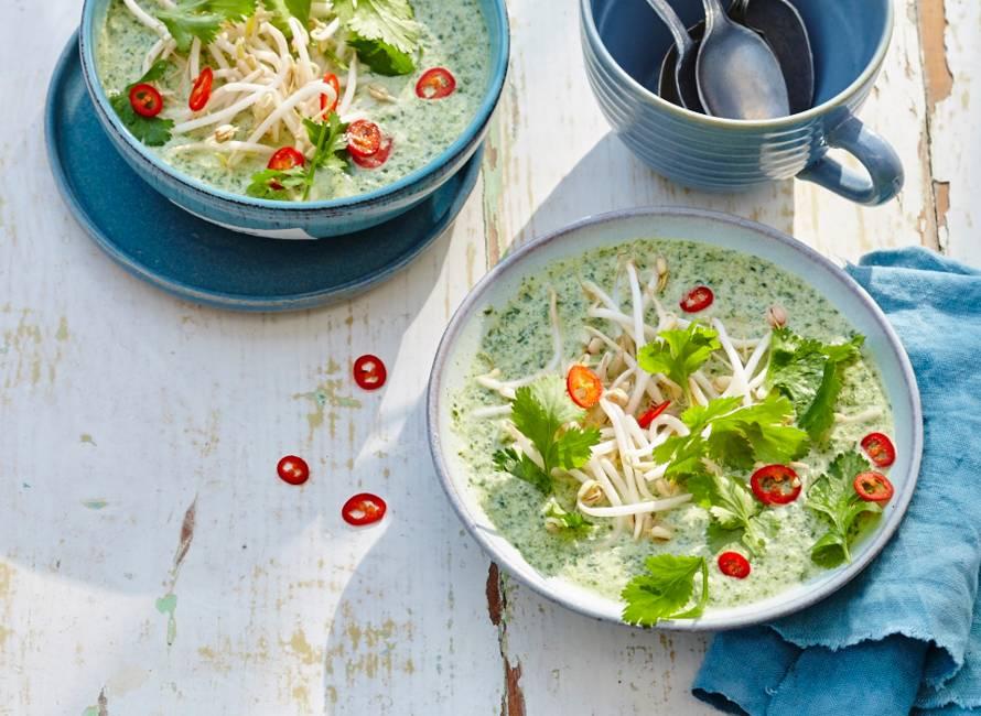 Koude curry-komkommersoep