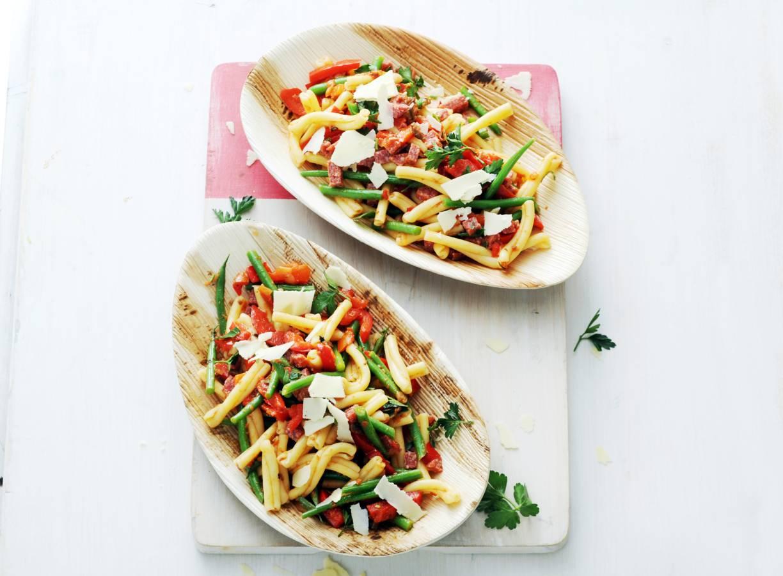 Pastasalade met salami en haricots verts