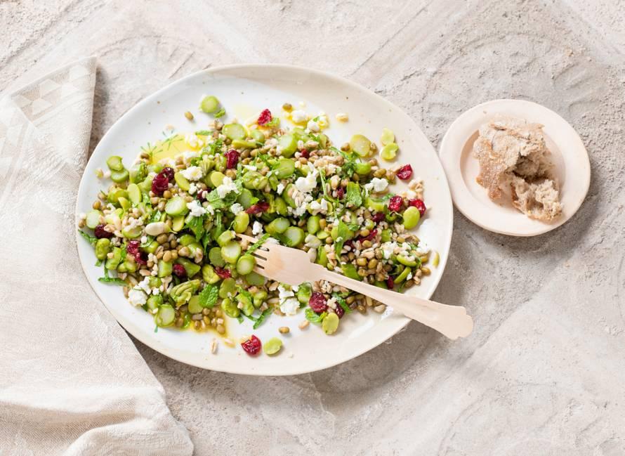 Salade met mungbonen en groene asperges