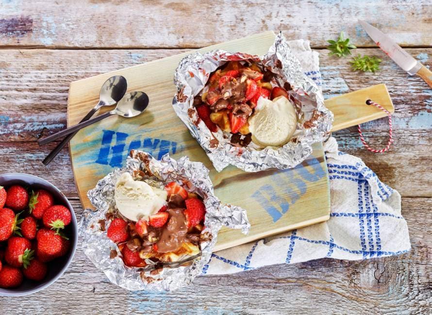 Luikse wafel met aardbeien en chocolade