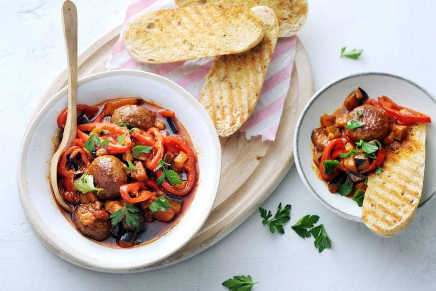Spaanse gehaktballetjes met paprika en brood