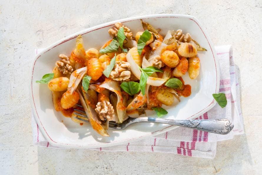 Gnocchi met walnoten, witlof & basilicum