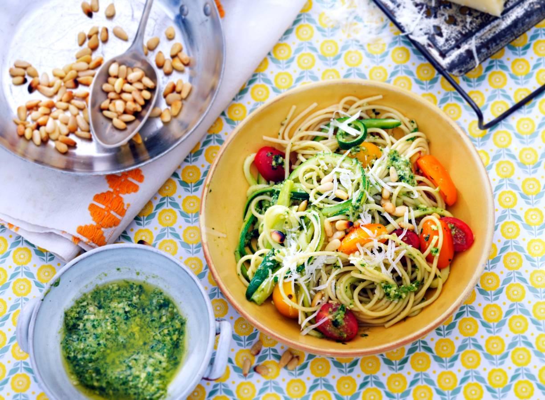 Kamutspaghetti met pecorino en pesto