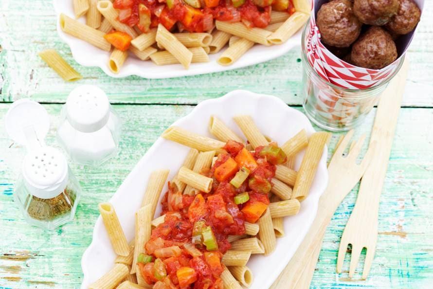 Penne met tomatensaus en tartaarballetjes