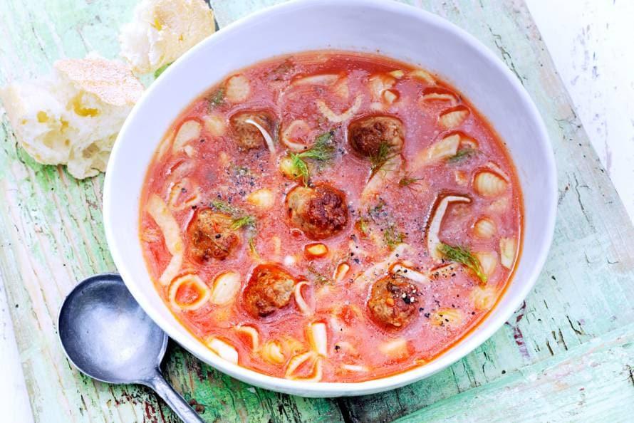 Tomaten-venkelsoep met balletjes