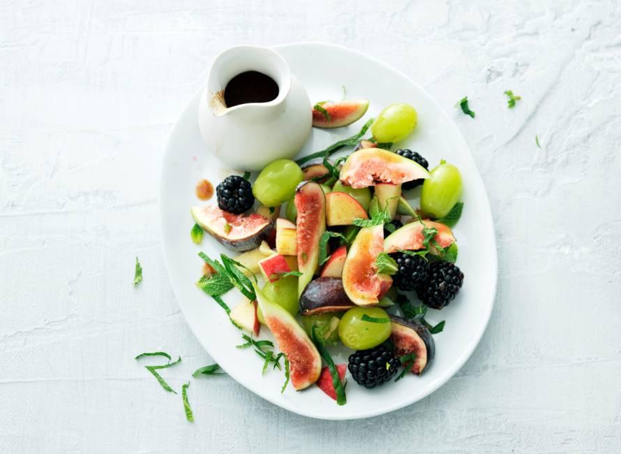 Fruitsalade met kaneelsiroop
