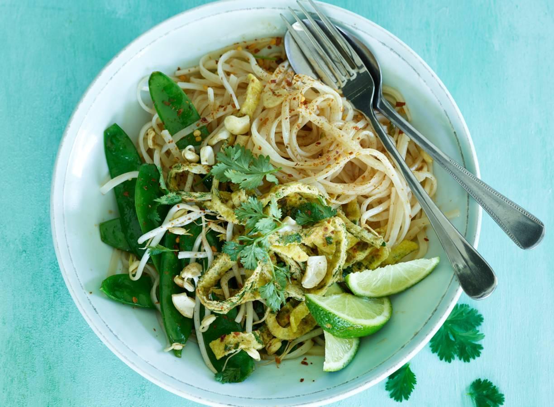 Pad thai met peultjes en omelet