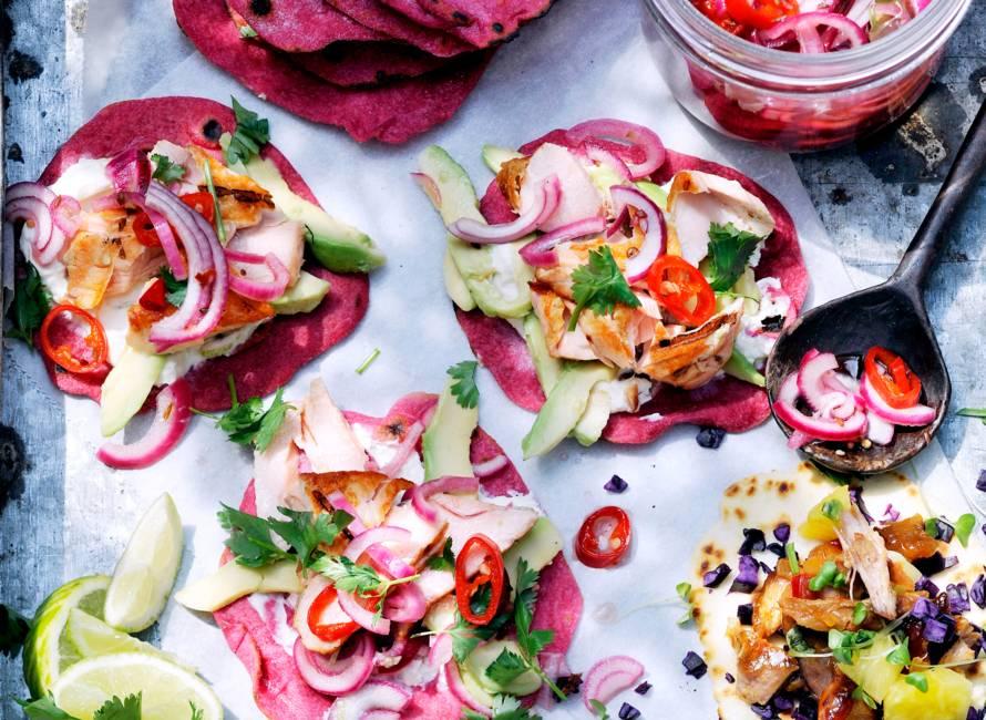 Tortilla's met zalm, rode ui en koriander