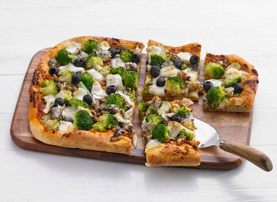 Plaatpizza met sardientjes