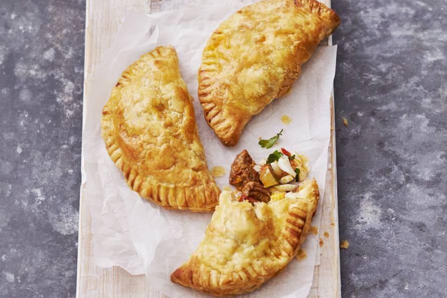 Empanadas met runderstoof en ei