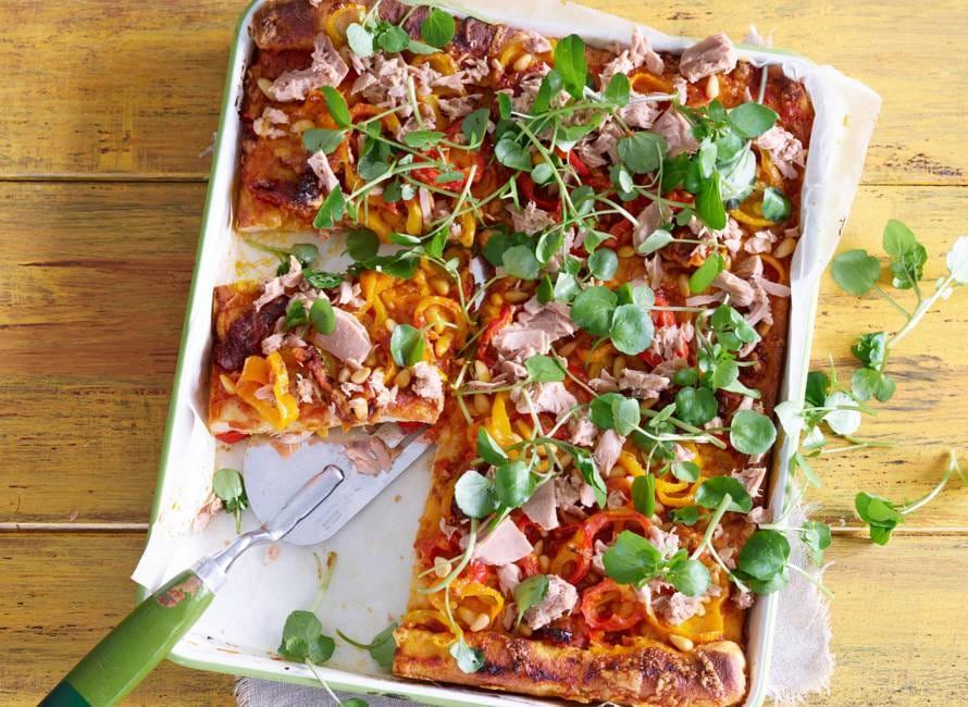 Plaatpizza met tonijn en paprika