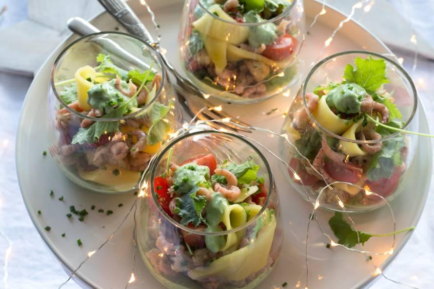 Garnalencocktail met avocado kruidendressing recept allerhande albert heijn - Ideeen van voorgerecht ...