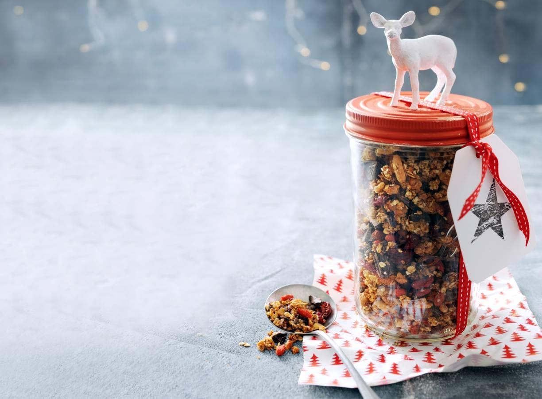 Kerstgranola met cranberry's, koffie, noten en chocolade