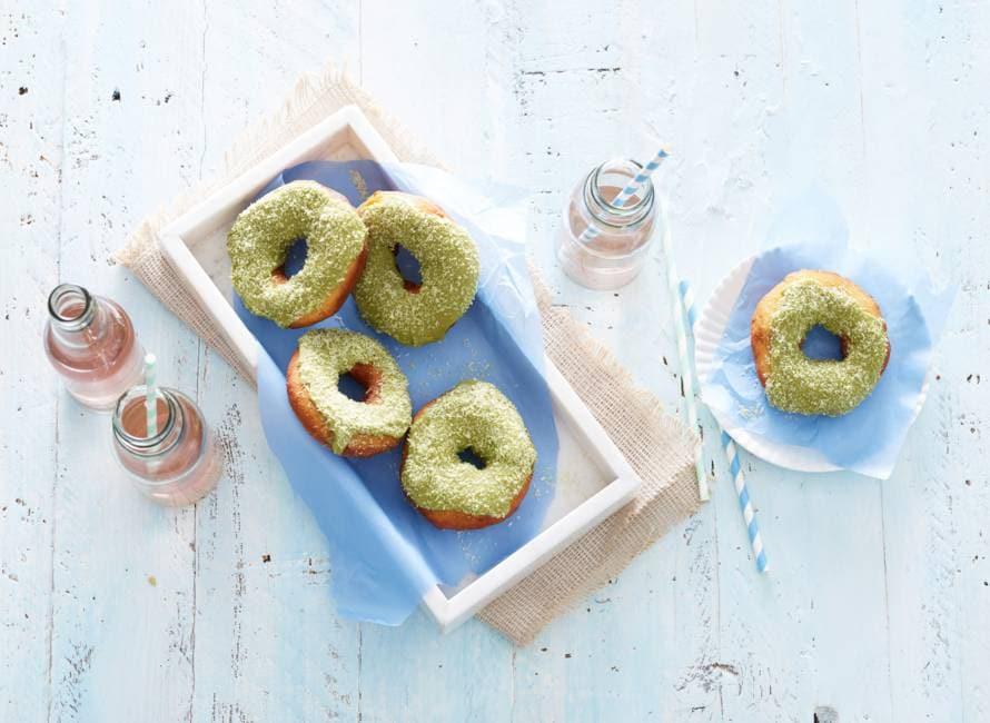 Donuts met matchaglazuur