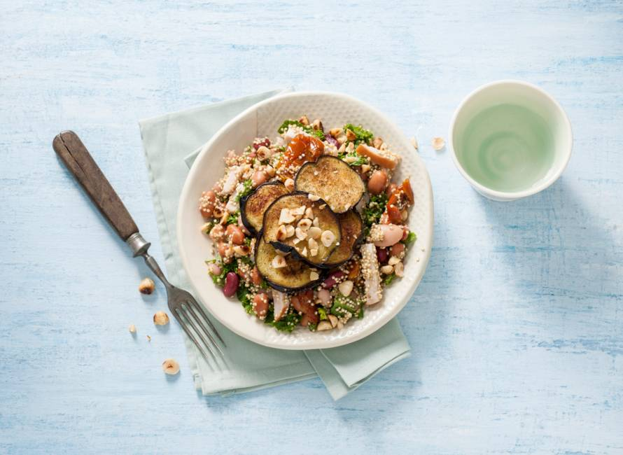 Lauwwarme quinoa-bonensalade