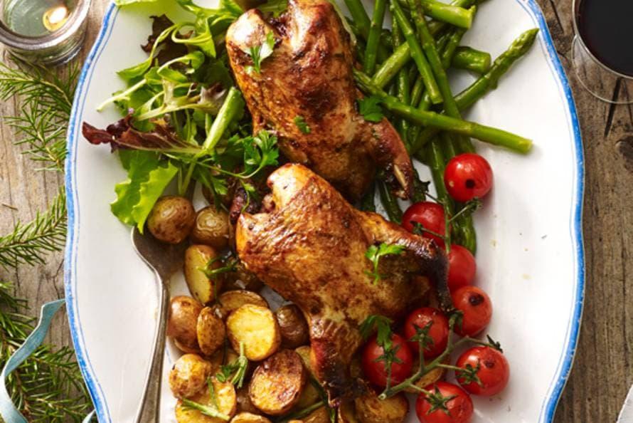 Patrijs met geroosterde aardappel en tomaat & geblancheerde aspergetips