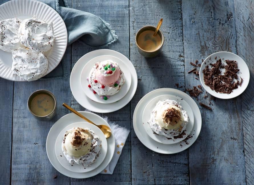 Meringues met ijs en Irish-coffeeroom