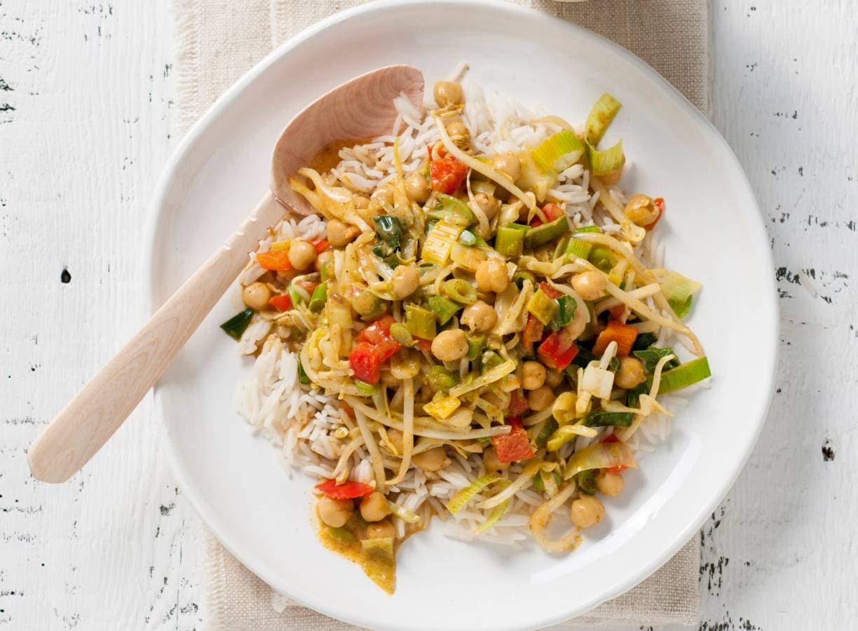 Vegan curry met kikkererwten, kokosmelk en rijst