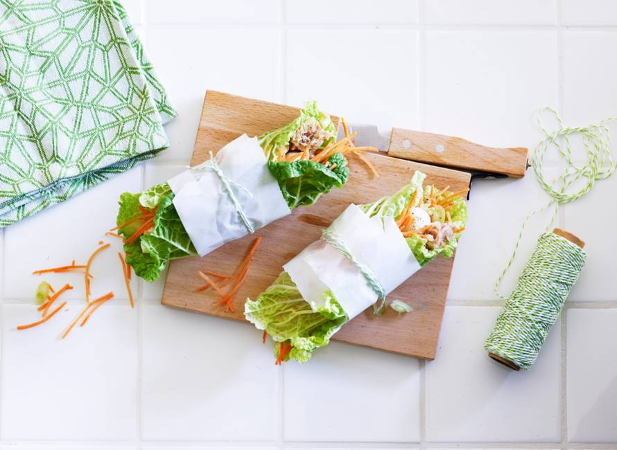 Koolwrap met tonijn, appel en wortel