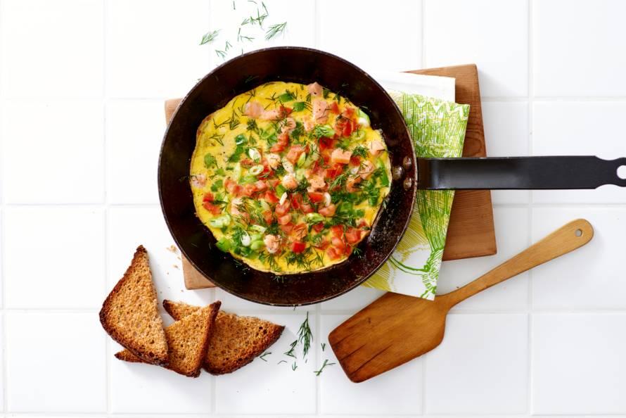Omelet met zalm en groente