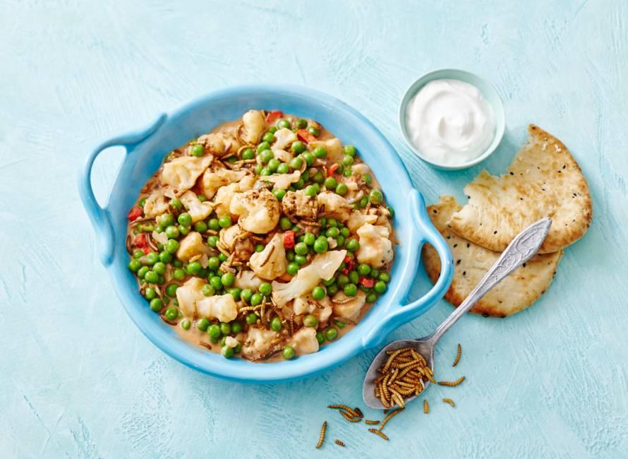 Meelwormcurry met yoghurt & naanbrood