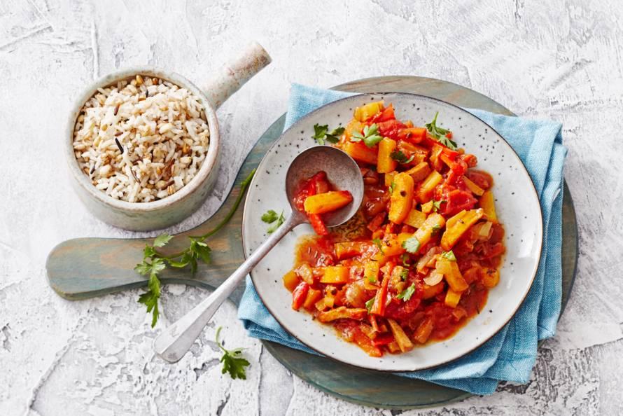 Vegetarische koolraapgoulash met rijst