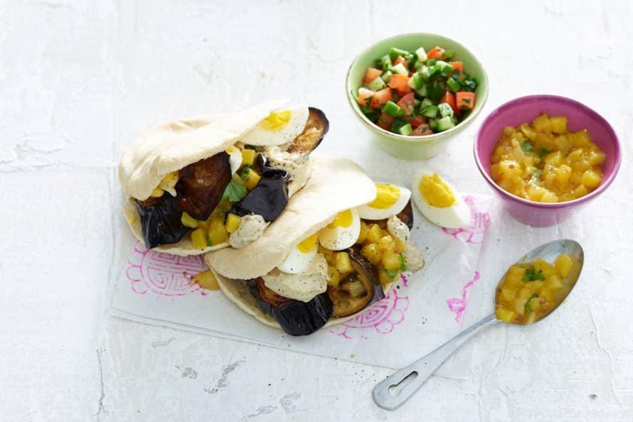 Mara Grimms sabich (pitasandwich met aubergine en ei)