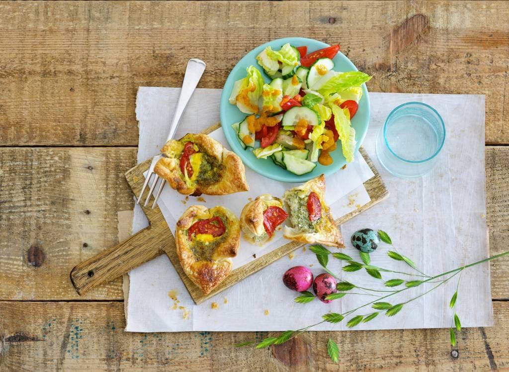 Miniquiches met groene salade