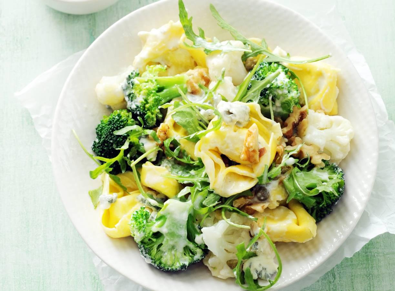 Notentortelloni in gorgonzola-kappertjessaus