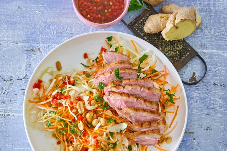 Monique van Loons geroosterde eendenborst op Vietnamese salade