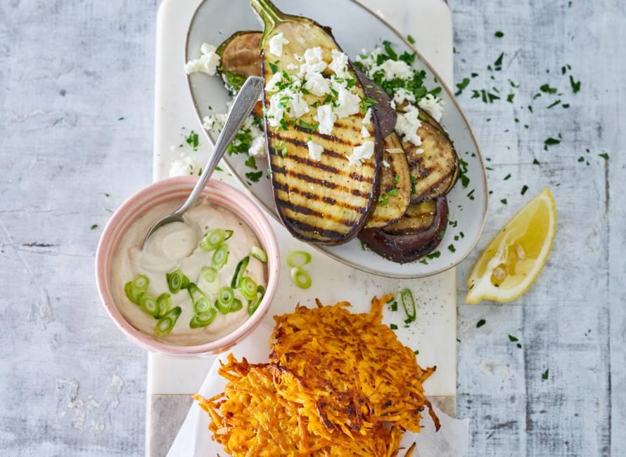 Monique van Loons zoete-aardappellatkes met auberginesalade
